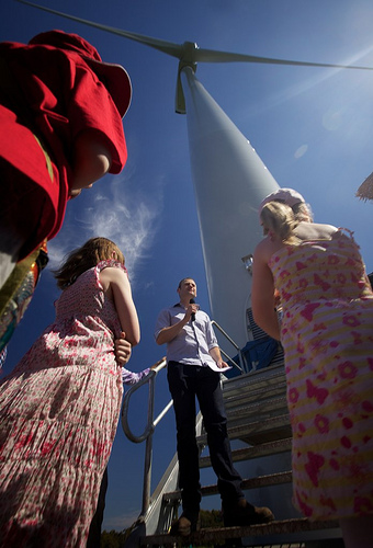 Simon Holmes a Court launches Hepburn Community Wind Farm