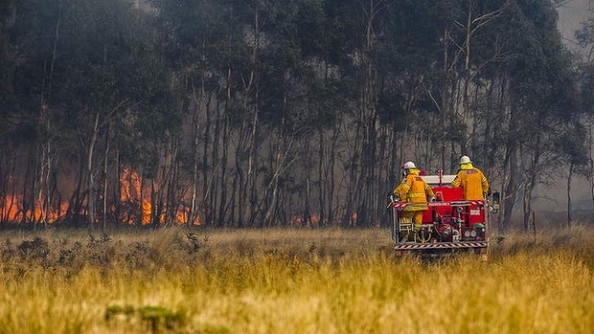 Rural fire service near Bungendore - pic: Rohan Thomson/Canberra Times, January 9