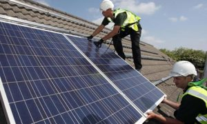 Workers-install-solar-pan-007